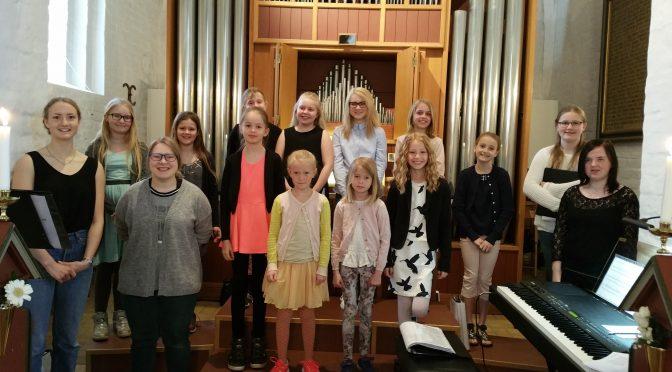 Kæmpe forårskor i Ørum Kirke